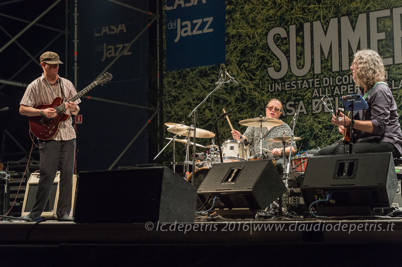 Kurt Rosenwinkel (S), Gintas Janusonis (C), Tim Motzer (D)