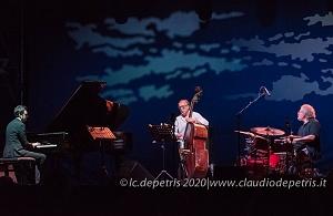 Julian Oliver Mazzariello Trio, Casa del Jazz 4/8/2020