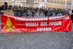 sit in vigili del fuoco discontinui a montecitorio 28/10/2014