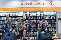Mildred Pierce rock band+Solo street artist libreria la Feltrinelli 8/6/2015
