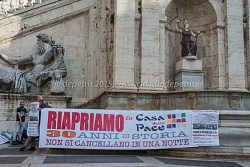 Manifestazione contro la chiusura della Casa della Pace 8/10/2015