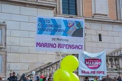 Sostenitori del sindaco Marino in piazza del Campidoglio 25/10/2015