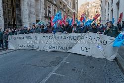 Presidio dei sindacati chimici davanti al Ministero dello Sviluppo Economico, 12/1/2016