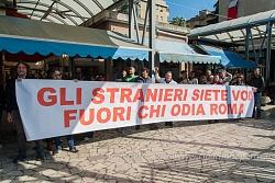 Dimostrazione contro Salvini al mercato del quartiere Montagnola, 4/5/2016
