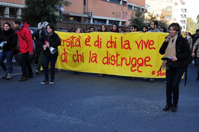 manifestazione studenti universitari la sapienza 13/12/2013