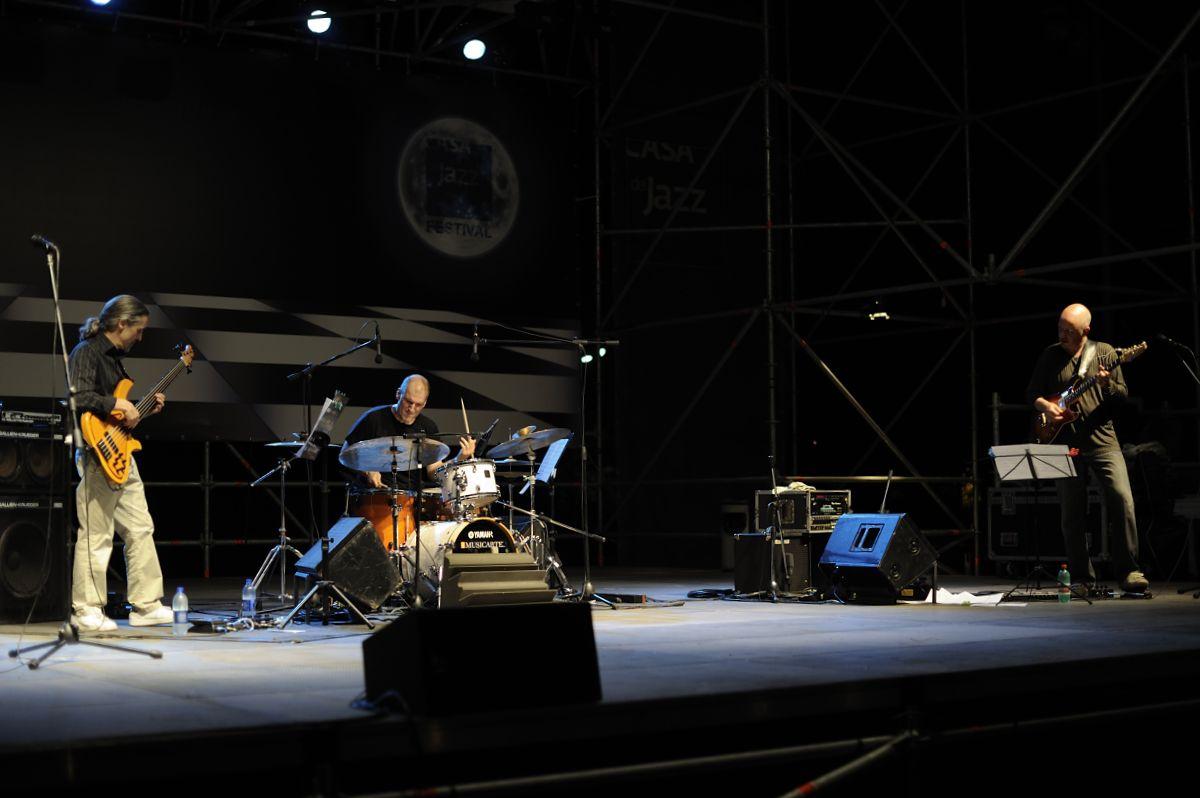 mel trio casa del jazz 26/6/2011 - mel trio - casa del jazz 26/6/2011 - Marco Siniscalco basso, Emanuele Scimmo batteria, Lutte Berg chitarra.