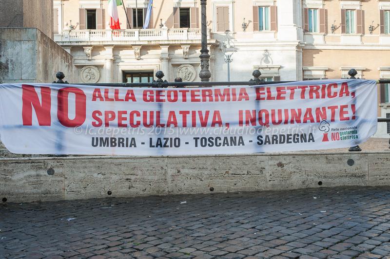 Raduno davanti alla Camera dei Deputati in Piazza di Montecitorio a Roma, 5/11/2015
