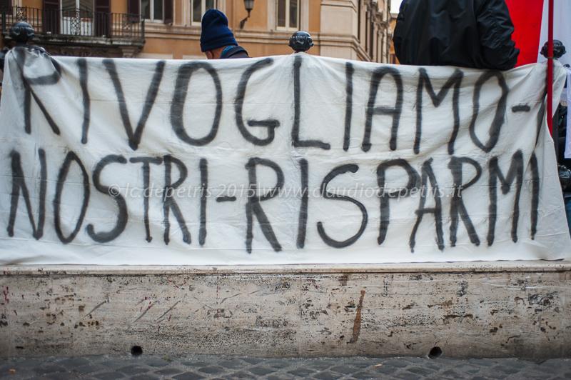 Manifestazione contro il decreto salvabanche, piazza Montecitorio 6/12/2015