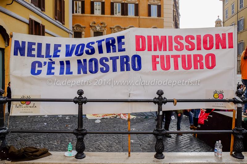 """sit in onlus napoletana """"tutti a scuola""""  piazza montecitorio 5/11/2014"""