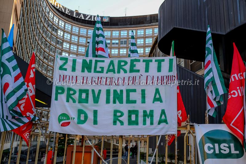 Sit in lavoratori cgil-cisl-uil contro tagli personale Provincia,  22/12/2014