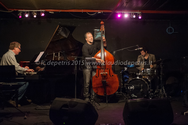 Riccardo Fassi piano, Steve Cantarano contrabbasso e Allessandro Marzi batteria