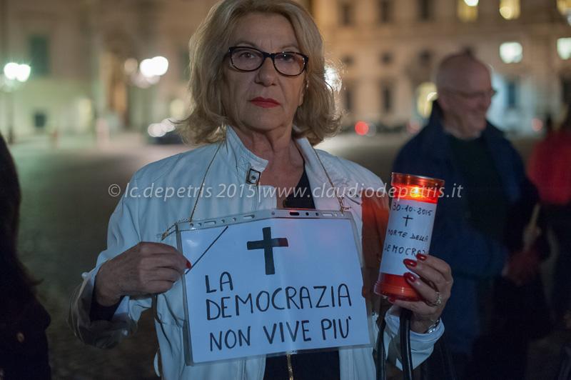 Flash mob dei supporters di Ignazio Marino in piazza del Quirinale, 2/11/2015