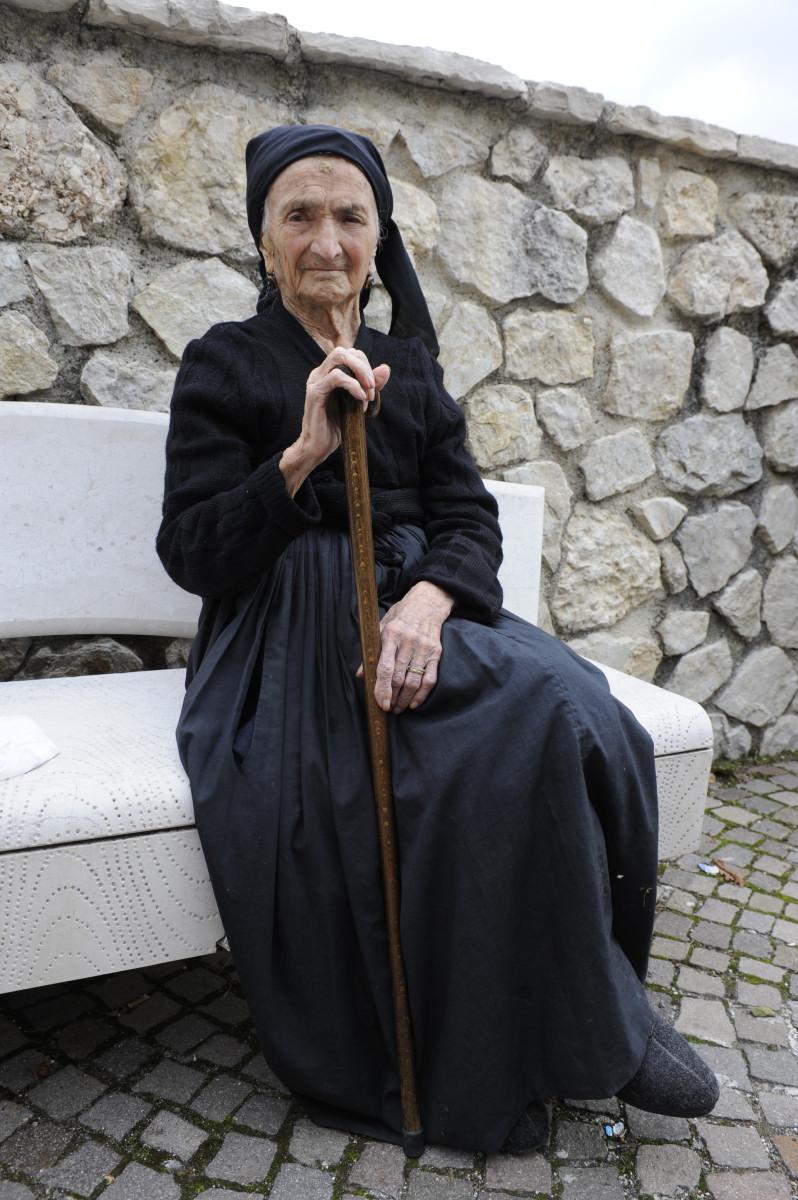 anna maria, la più anziana di scanno